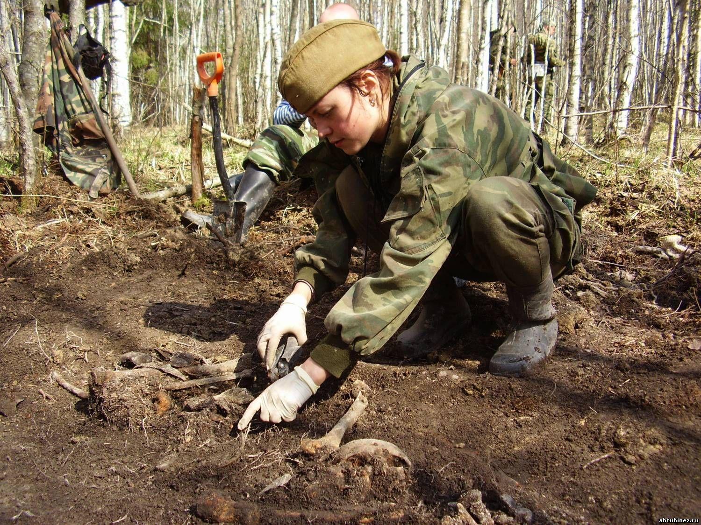 Солдат и член в лесу 1 фотография